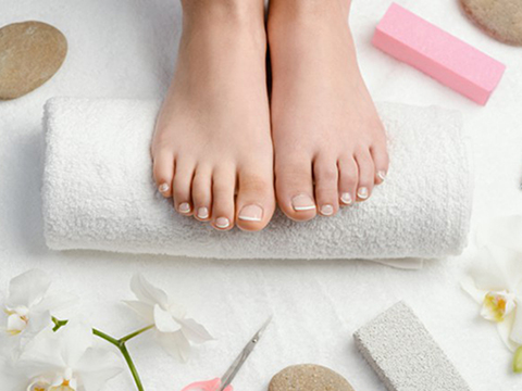 Pedicure with varnish