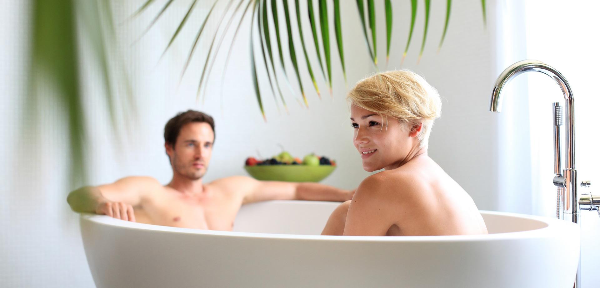 Bagno rilassante nella vasca idromassaggio
